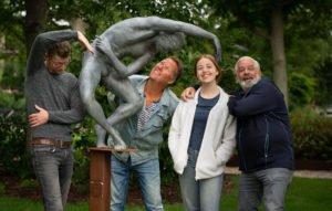 Het Wit Wat team, bestaande uit vlnr, Murk van der Schaaf(Scenario en Regie), Sybrand Bok (Geluid), Noah Tol (presentatie), Jan Bensliman (Camera en Fotografie). Locatie Harmenspark Harlingen.